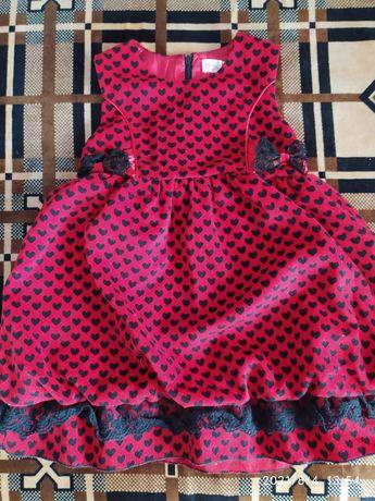Нарядное платье на девочку 3-5 лет
