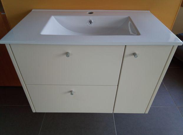 Móvel casa de banho novo não inclui lavatório