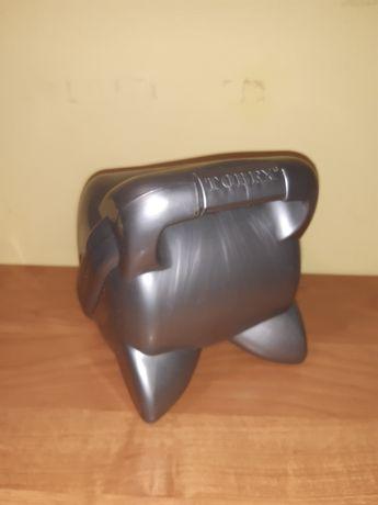 Srebrny pojemnik na płyty CD
