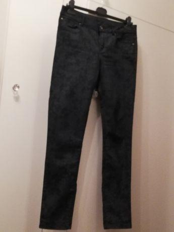 Spodnie rurki C&A granatowe wzór a'la kwiatowa koronka rozm. 40