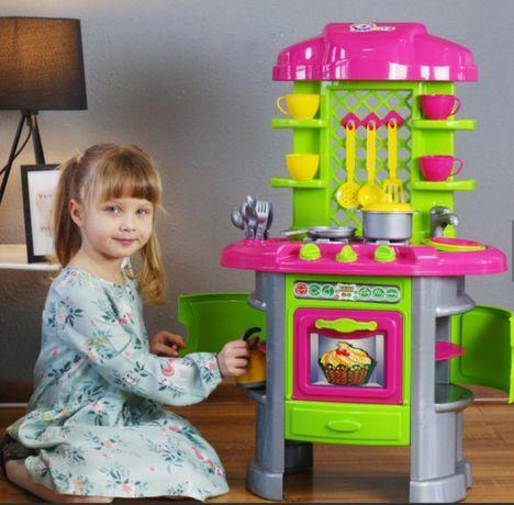 Детская кухня с посудой