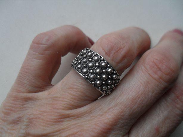 Srebrny pierścionek - ciekawy wzór - cały w kuleczki