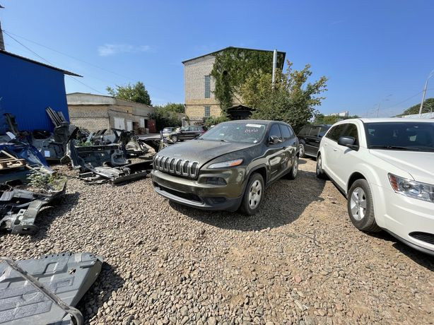 Разборка Jeep Cherokee запчасти капот двери крылья фары Чероки ходовая