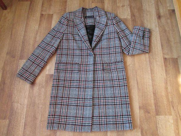 Пальто Zara из ткани в клетку размер М