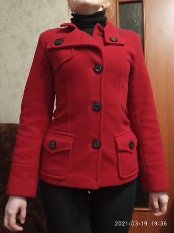 Весеннее пальто, размер 42-44, в хорошем состоянии