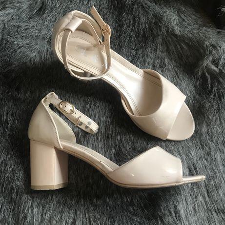 Босоножки, туфли на каблуке