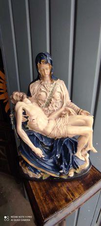 Estátua decorativa antiga em bom estado
