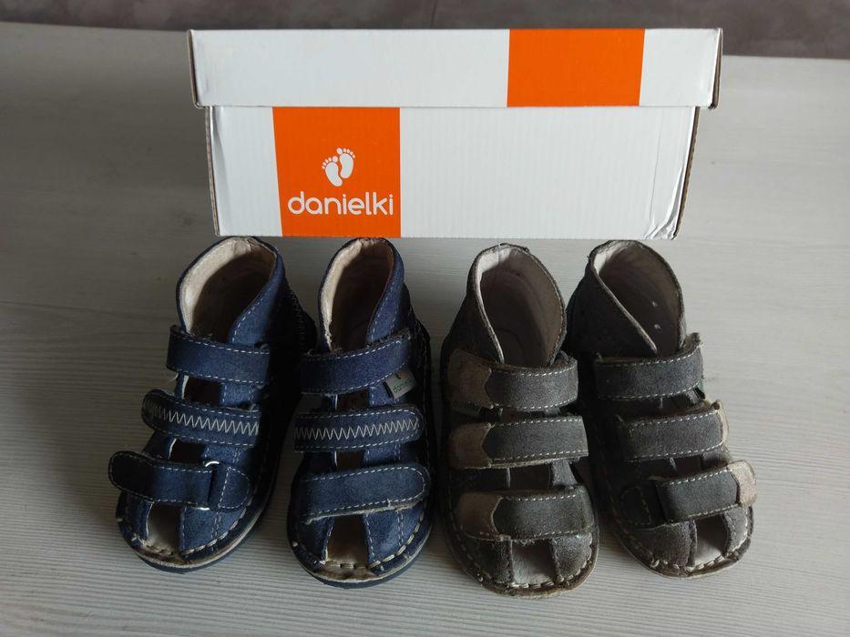 Buty Danielki kapcie sandały rozmiar 19 cena za dwie pary Strzelce Opolskie - image 1