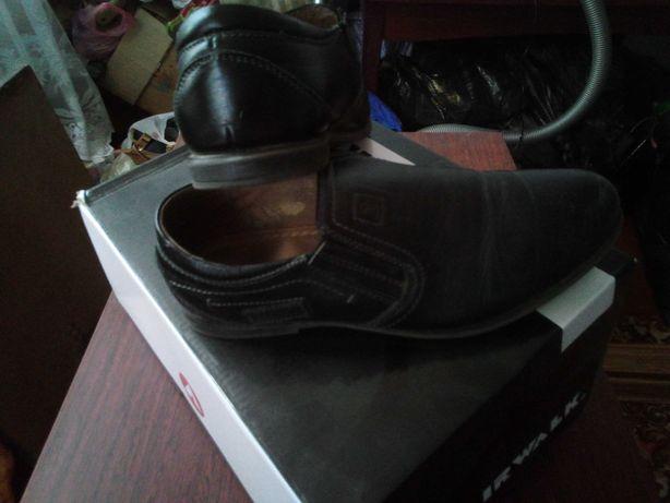 Кожаные туфли на мальчика 38 р.