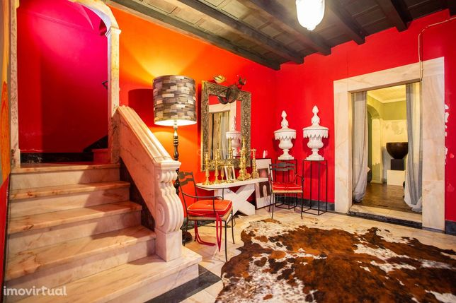 Casa Apalaçada no centro de Vila Viçosa com Jardim privativo