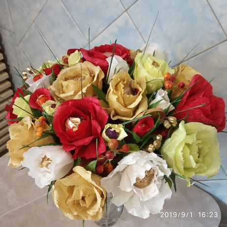 Букеты из конфет и Цветов