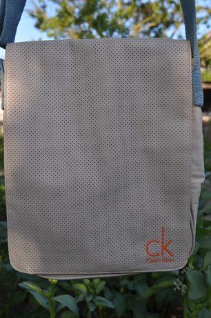 ''Сумка поштаря'' від  Calvin Klein