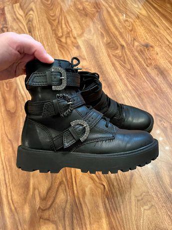Ботинки на девочку 34-35 размер