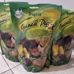 pokarm dla świnek 1 opak. 500g -5zł lub 3x500g -12 zł