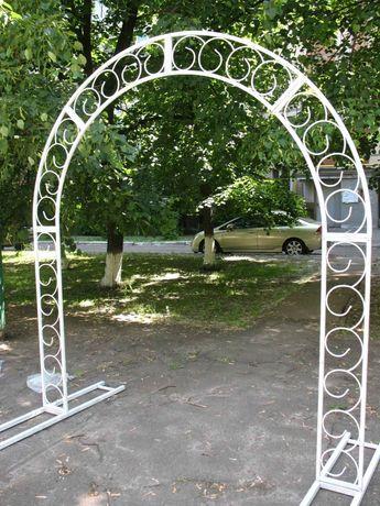 Кованая арка для выездной или в сад