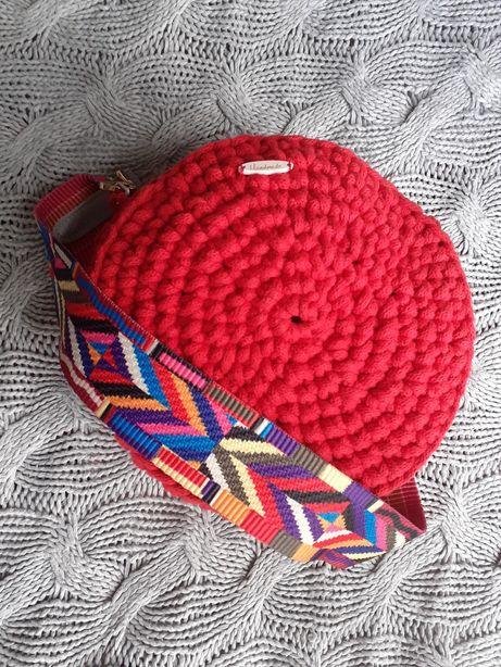 Czerwona torebka ze sznurka na szydełku handmade rękodzieło