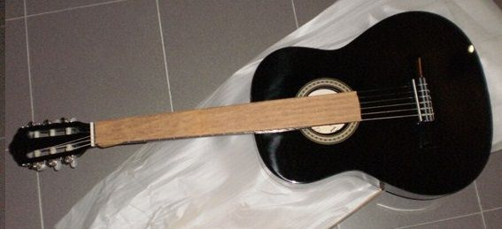 Guitarra clássica preta e set