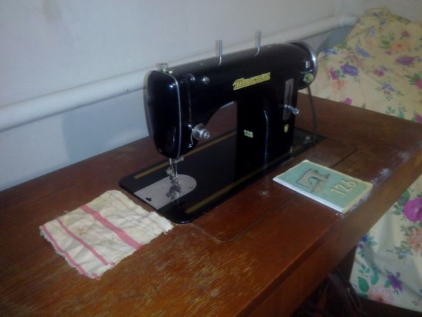 Продам швейную машинку minerva 126