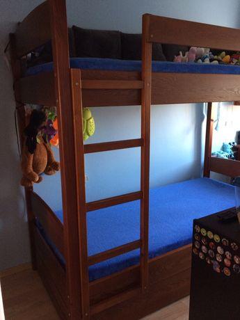 Łóżko piętrowe.