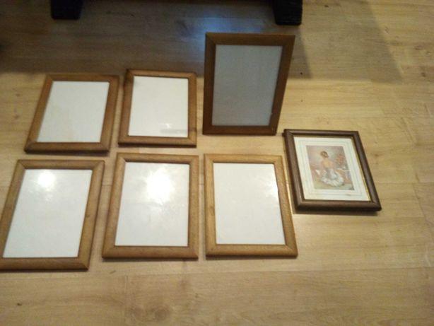 Sete porta retratos com moldura em madeira