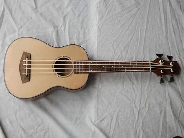 Ukulele baixo eletrificado (bass uk)