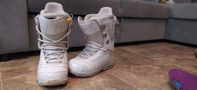 Białe buty snowboardowe Burton 37 38
