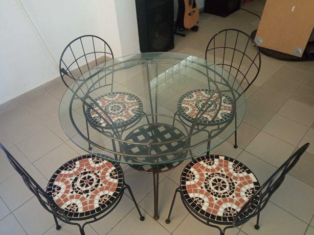 conjunto de mesa e cadeiras como novas  proprio para alpendurada