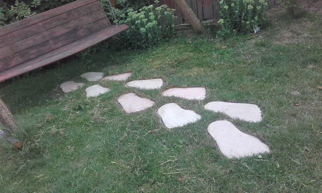 Stopy betonowe Yeti jako ozdoby do ogrodu
