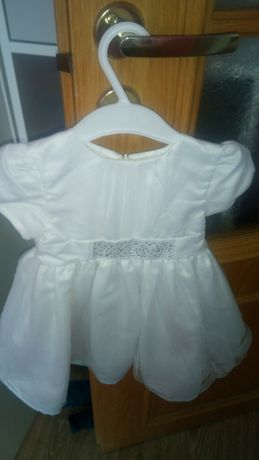 Śliczna sukieneczka na chrzest