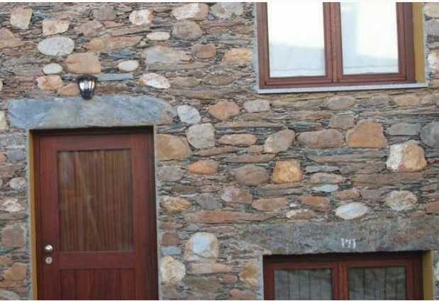 Casa pedra (T0) de peq. dim. no centro Tondela