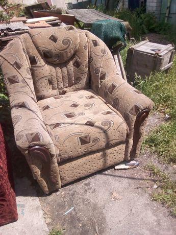 Продам два кресла которые разлаживаются в кровать. Доставка