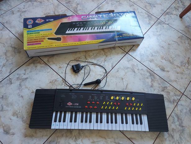 Продам синтезатор детский