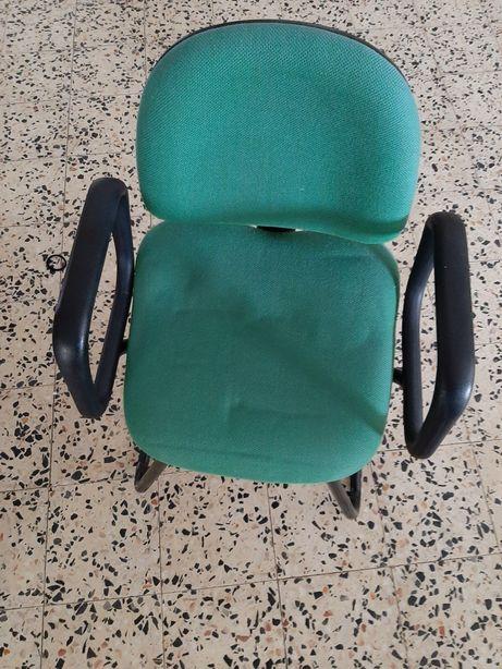 3 Cadeiras de escritório em bom estado