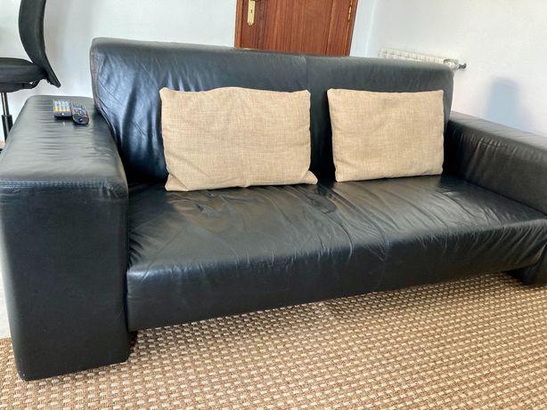 Sofa de pele cor preto em bom estado