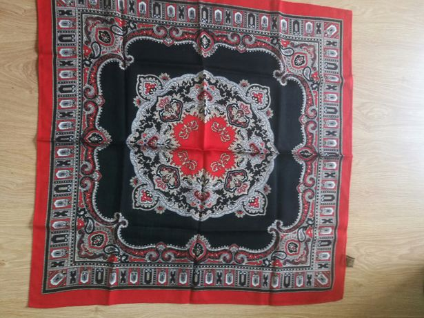 Vários lenços antigos em Lã