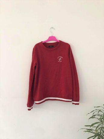 czerwona bluza z paskami