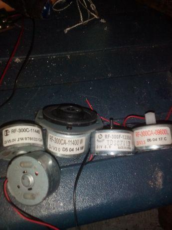 продаются электродвигатели RF-300CA-11400W, по 50 грн.