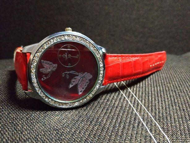 Женские наручные часы с красным сваровски