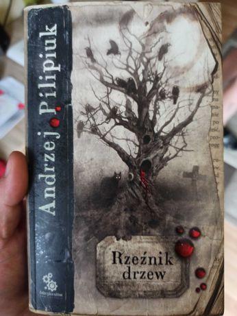 Andrzej Pilipiuk Rzeźnik drzew zamiana
