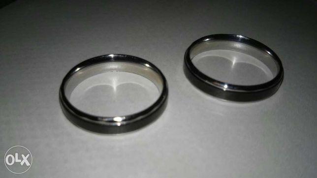 Alianças novas de titanium