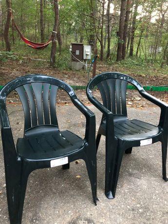 Dwa krzesła ogrodowe zielone