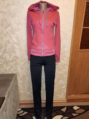 Новый спортивный костюм 42-44 размер
