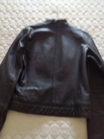 Casaco de couro preto usado