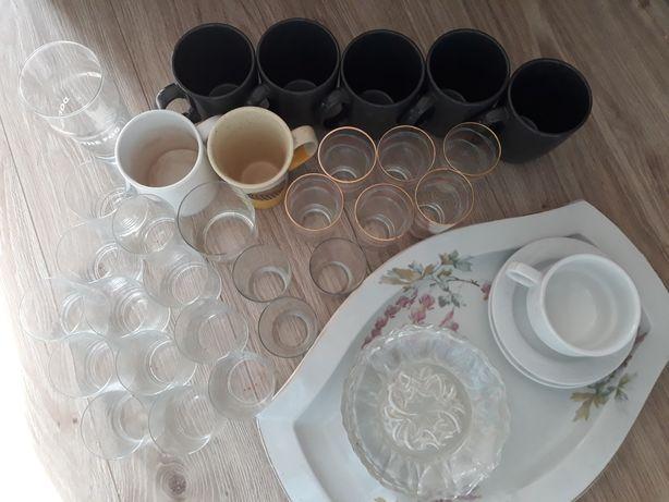 Szklanki kubki talerze