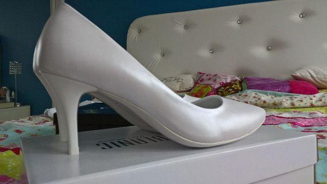 Białe perłowe buty ślubne skórzane szpilki 38 z poświatą
