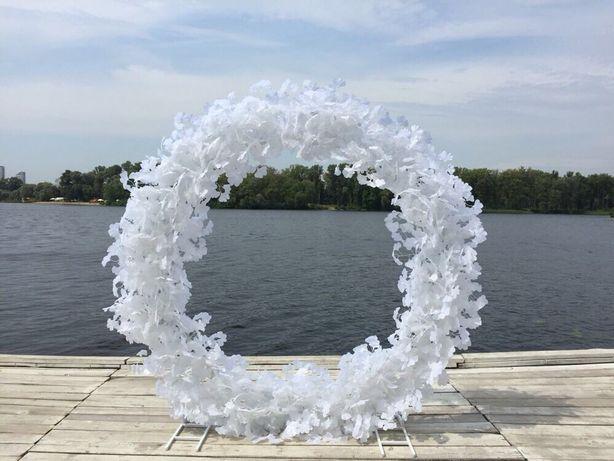 Кругла весільна арка з листям Гінкго