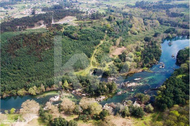 Terreno / Margem do Rio Cavado - União das F. de  Verim, Friande e Aju