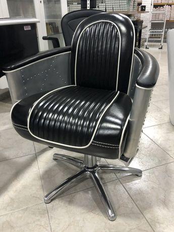 Cadeiras e rampas de lavagem de cabeleireiro em Armazem