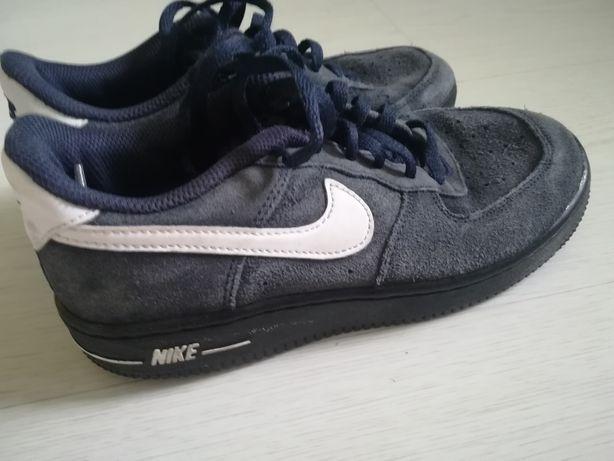 Sapatilhas Nike em nebuck