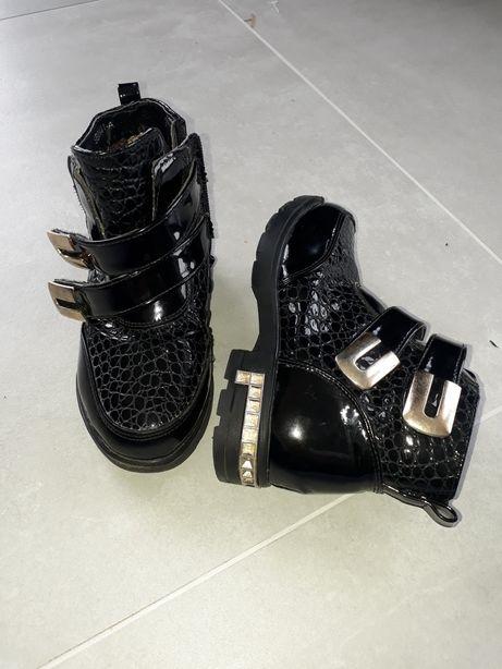 Чоботи, черевики, сапожки, чобітки (ботинки, сапожки)